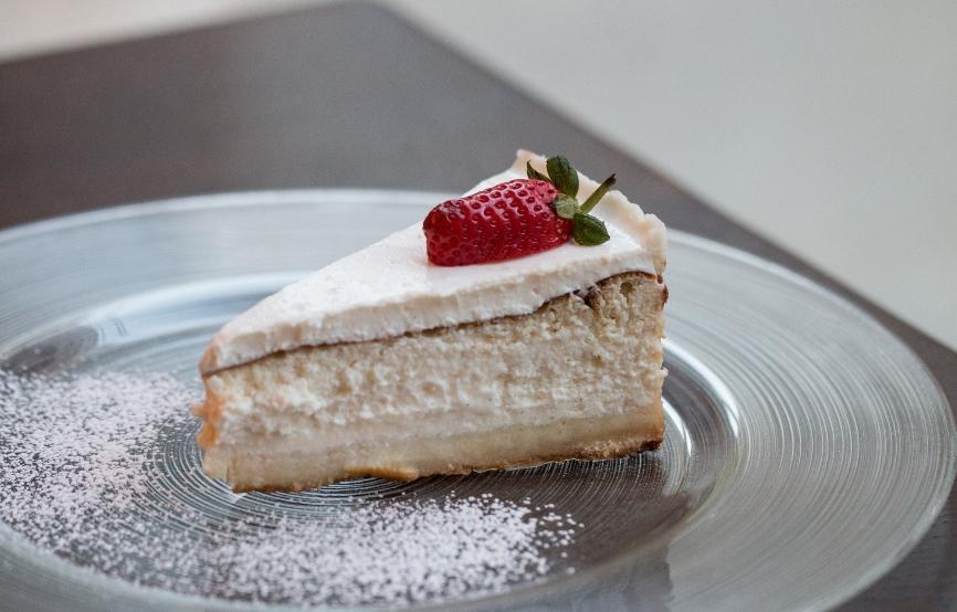 עוגת גבינה קלאסית אפויה, צילום: אתי נמיר