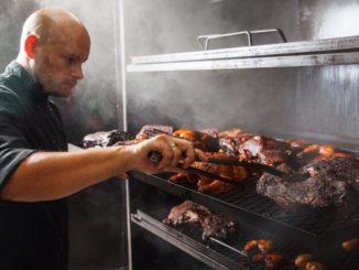 אוהד קויתי, שף המעשנה בנס ציונה, צילום: חיים יוסף