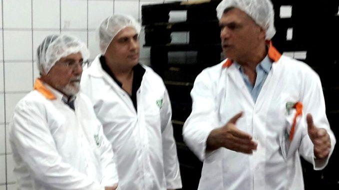 מימין: גיל אמסלם - מנהל חטיבת המוצרים, יוסי ניר - מנכ''ל עוף טוב וח''כ יצחק וקנין