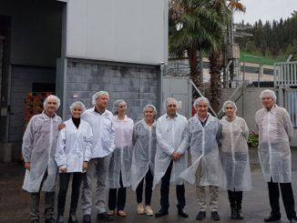 """חברי המשלחת של מרקדונה במפעל גילרו, צילום: יח""""צ"""