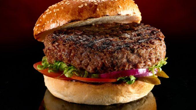 המבורגר של בלאק. צילום: יורם אשהיים
