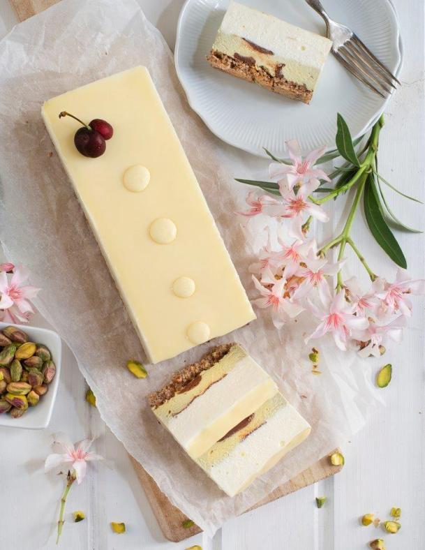 """מוס גבינה עם שוקולד לבן ופיסטוק של ברמן. צילום: יח""""צ"""