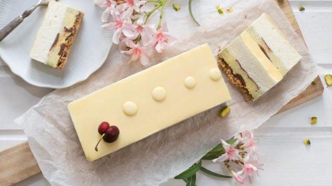 מוס גבינה עם שוקולד לבן ופיסטוק של ברמן. צילום: גלי איתן