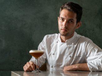 השף רז רהב והקוקטייל שיוגש במסעדת OCD. צילום: אנטולי מיכאלו