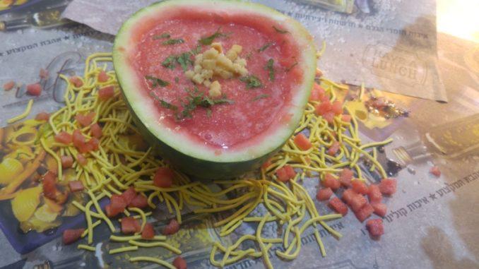 """מרק אבטיח ועגבניות שרי של השף אזולאי. צילום: יח""""צ"""