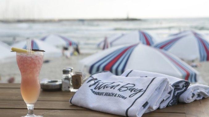 מתחם חדש בחוף הילטון - מסעדה, בר ומתחם גלישה. צילום: ליאור גולדסאד