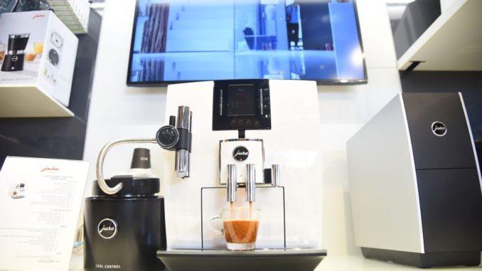 סופר נפתח מתחם תצוגה ומכירות של מכונות הקפה JURA בקומפלקס של גולף אנד QG-68