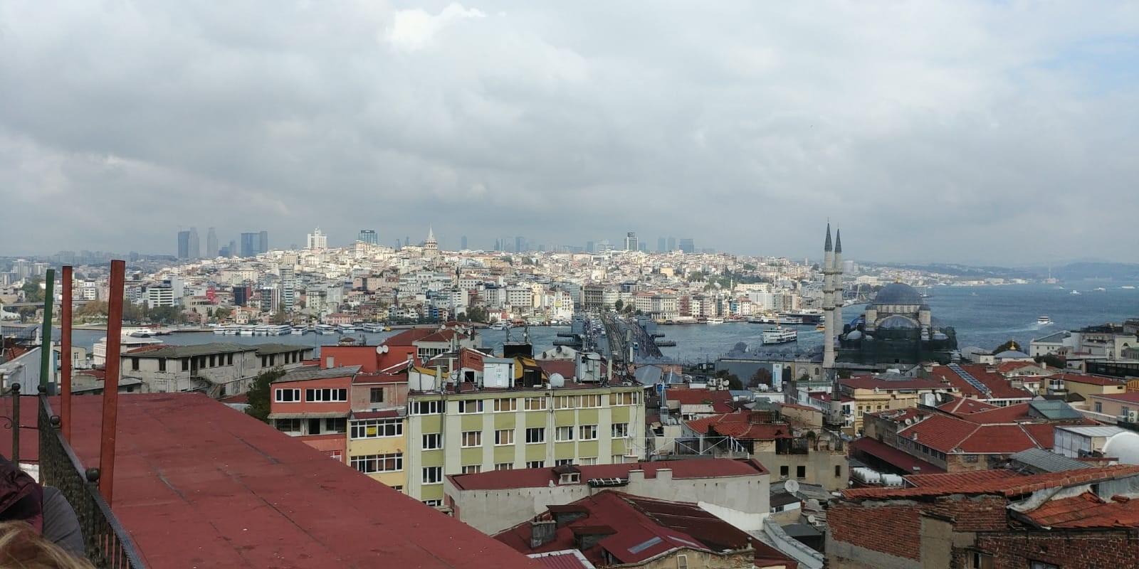 הנוף של איסטנבול מהגג בבזאר. צילומים: טלי ברנר
