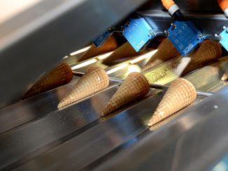 קו ייצור גביעי גלידה ללא גלוטן של גילרו. צילום: אפרת אשל