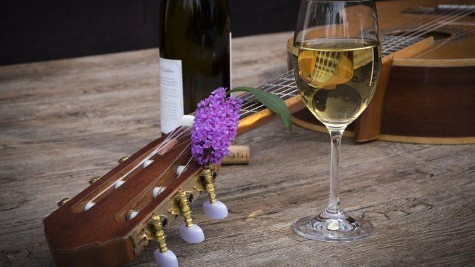 יין ומוסיקה. צילום אילוסטרציה