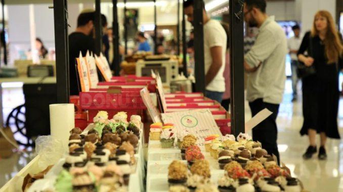 שוק האוכל בקניון הזהב. צילום: טירן רובין