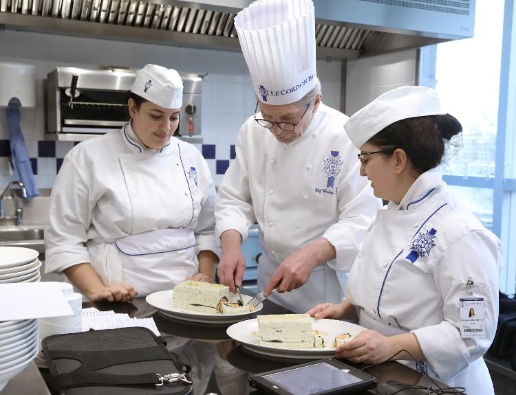 1790779624_Le Cordon Bleu Paris Chef Moine Etudiantes Pratique_1240786_resized