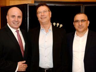 """מימין: מנכ""""ל עידית רן כצמן, גדי סוקניק ומנכ""""ל מלונות דן רונן ניסנבאום. צילום: מורג ביטון"""