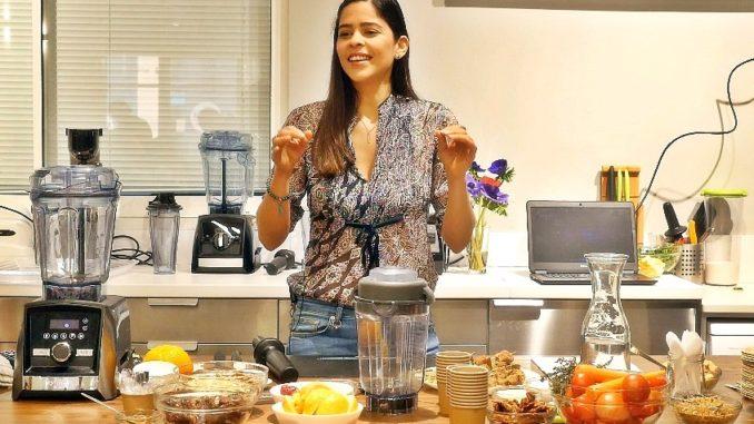 דפנה אמון מציגה בישול בריא בבלנדר ויטמיקס. צילום: אריק אלון