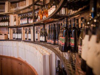 """חנות היין במרכז המבקרים של יקב ירושלים. צילום: יח""""צ"""